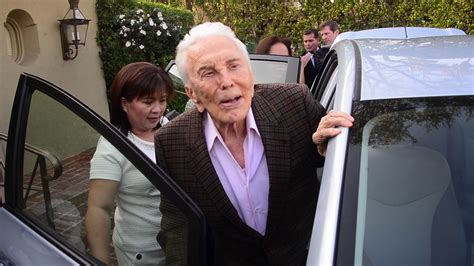 Kirk Douglas makes it to 100 years old