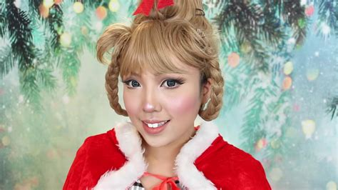 Transform Yourself Into Cindy Lou Who! | RTM - RightThisMinute