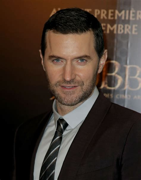 'The Hobbit's' Richard Armitage shows the lighter side of